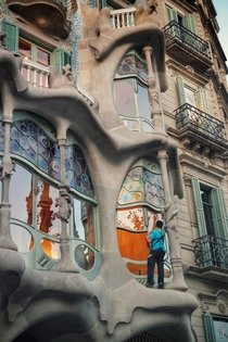 Morning cleaning of Casa Batll by Antoni Gaud in Barcelona