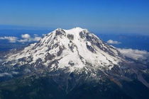 Mount Rainer photographed from above xpost rMountainpics by Stan Shebs