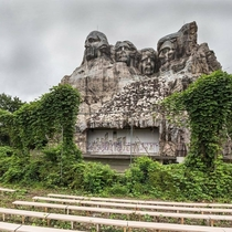 Mount Rushmore styled outdoor theater Jonk Photography