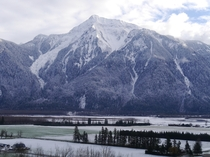 Mt Cheam and the Fraser Valley the day after a light snow storm British Columbia  X-post from rTrueNorthPictures