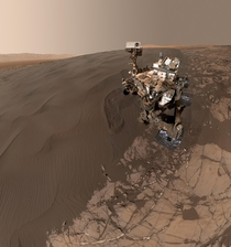 New amazing Curiosity selfie on a sand dune