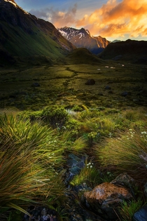 New Zealand mountains  by Goff Kitsawad
