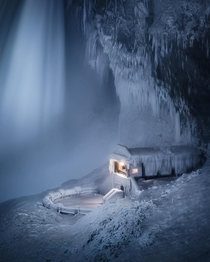 Niagara Falls during last years deep freeze ig mindzeye