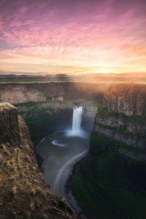 Oasis Sunrise at Palouse Falls Washington State  OC