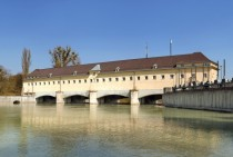 Oberfhring weir on Isar river in Germany