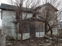 Old abandoned farm house in the Midwest