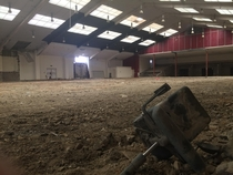 Old abandoned TV studio for a horse riding show in England only had one seriesfull video in description