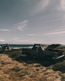 Old cars left on desolate beach in Hawaii
