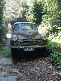 Old Morris Minor in an mining tourist town