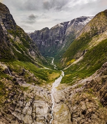 On the one hand a typical valley in the region of Fjord Norway on the other hand one of the most beautiful I have seen on my trip there  - more from the region on insta glacionaut