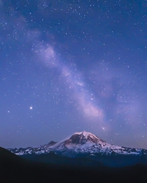 One of the best night sky experiences of my life The Milky Way was so incredibly defined by the naked eye and  degrees the other way Comet Neowise was putting on a show Mt Rainier Washington State