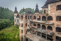 Only apalice Castle was built in and its not even technically a castle The grand building was originally built as a studio for artist Piotr Kazimierczak which for some reason needed a swimming pool ballroom ramparts and a dozen towers apalice Castle Polan
