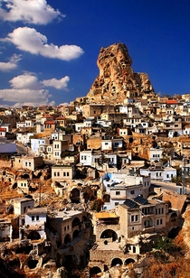 Ortahisar it means middle castle is one of the  natural rocky castles in the region of CappadociaTurkey The other one is Uchisar it means edge castle Its one of the most beautiful villages of the region