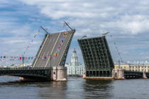 Palace Bridge spans the Neva River in Saint Petersburg was built by the French firm Socit de Construction des Batignolles between  and