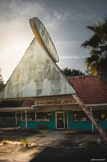 Pecans Candies - abandoned tourist shop in Central Florida