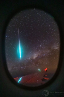 Photographer captures a meteor falling and the Milky Way in a single shot while flying to Australia