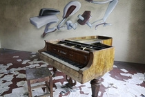 Piano in a sidebuilding of an Abandoned Textilefactory x  more in the Comments