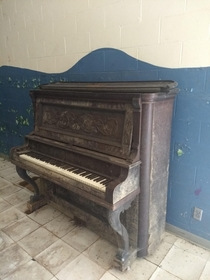 Piano in an abandoned elementary school
