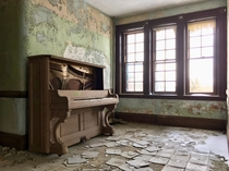 Piano in an abandoned New England state hospital