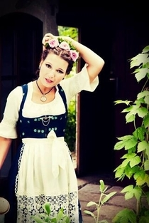 Pic #10 - Bavarian girls in dirndls
