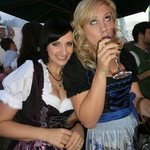 Pic #5 - Bavarian girls in dirndls