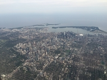 Pilot gave a great view of Toronto while landing