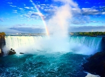 Rainbow leading to the center of Niagara Falls