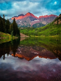 Red crown on the Maroon Bells Aspen Colorado