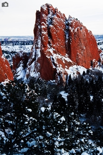 Red Shard Garden of the Gods under snow  evanlesliefoto