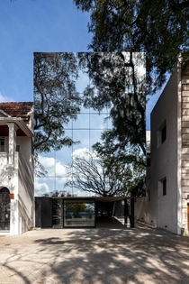 Refletive Curtain Wall that Camouflages Office Building in Rosario Argentina