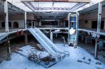 Rolling Acres Mall - Photo by Seph Lawless