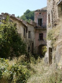 Romagnano al Monte Abandoned town in South Italy OC x-post from pics  x