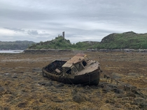 Ruined boat before Caisteal Maol