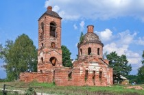 Ruined church dating to  in Gora-Novosyolka Russia