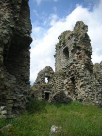 Ruins of a Castle I found while hiking along Hadrians Wall OC