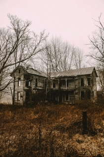 RURAL KENTUCKY ABANDONMENT Gingerbread House formerly owned by a surgeon Apparently there was an operating table on the second floor