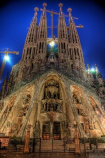 Sagrada Familiar by Antoni Gaudi Barcelona
