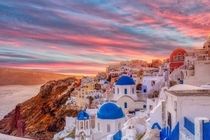 Santorini - a must-visit Greek island to help you travel window shop
