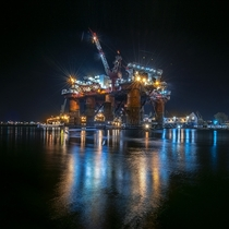 Scandinavian Oil Platform  photo by Tomasz Suterski