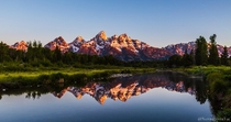 Schwabacher Landing Grand Teton National Park The mountains are calling and I must go Sunrise light hitting the Grand Tetonsviews like this are worth waking up for worth bracing the cold for
