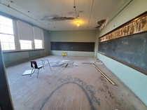 Shawnee high-school rd floor Louisville KY condemned since