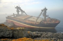 Shipwreck on the Black Sea  by burdem