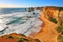 Shore of the Port Campbell National Park Australia  by Hao Zheng