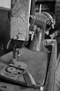 Singer sewing machine in abandoned house NC