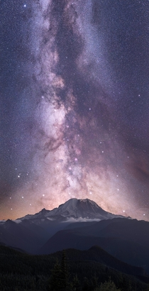 Sky Giant The late August Galactic Core drifts into Vertical alignment with Mount Rainier A  shot Pano at mm using a star tracker at  per shot