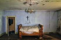 Sleeping with Ghosts Bedroom in an abandoned mansion Photo by Jeden Morgen