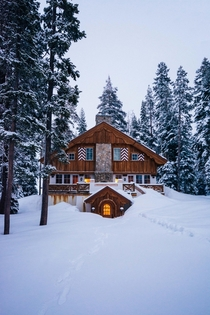 Snowy cabin in Lake Tahoe