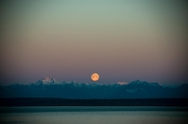 Sometimes its worth looking west at sunrise too Moonset over the Olympic Mountains seen from Seattle this morning