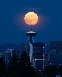 Space Needle Moonrise Tonight in Seattle