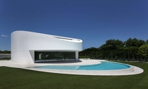 Spanish Golf Course House by Fran Silvestre Arquitectos